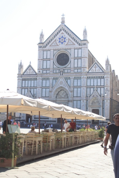A sidewalk eatery in the PIazza Santa Croce with the Basilica of Santa Croce in the background.