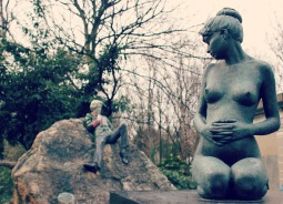 Oscar Wilde Statue and Statue of his pregnant wife